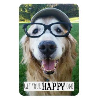 Ímã O cão do golden retriever obtem seu feliz sobre