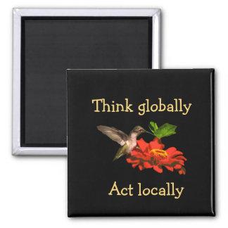 Imã O colibri pensa global o ímã vermelho do ato