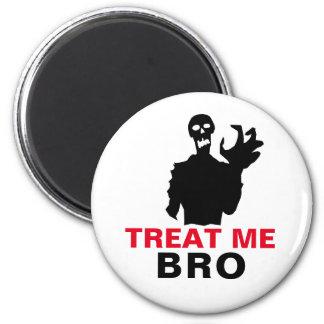 Imã O zombi trata-me Dia das Bruxas engraçado de Bro
