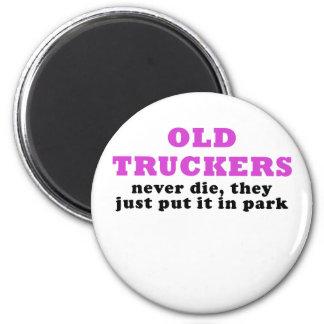 Imã Os camionistas idosos nunca morrem eles apenas pôr