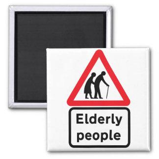 Imã Pessoas adultas (2), sinal de tráfego, Reino Unido