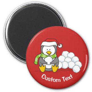 Imã Pinguim do Natal que senta-se com bolas da neve