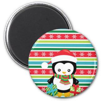 Imã Pinguim do presente em fundo listrado do floco de