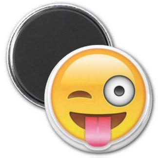 Imã Piscar os olhos insolente do emoji do smiley