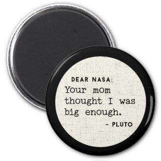 Imã Pluto era grande bastante para seu mama.