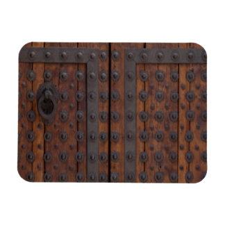 Ímã Porta de madeira velha com reforços pretos do