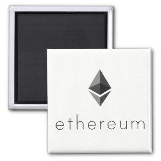 Imã Preto de Ethereum no ímã branco
