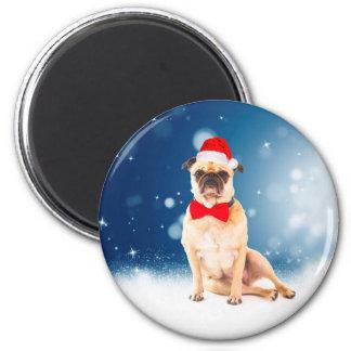 Imã Pug com o chapéu do papai noel do Natal