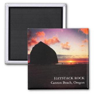 Imã Rocha vívida Oregon do monte de feno do por do sol
