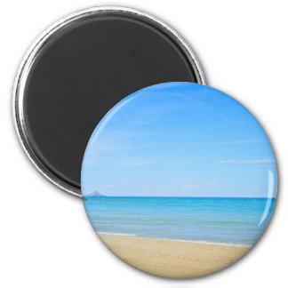 Imã Sandy Beach e mar Mediterrâneo azul