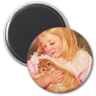 Imã Sara com seu ímã do gato do animal de estimação