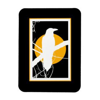 Ímã Silhueta do corvo com lua amarela