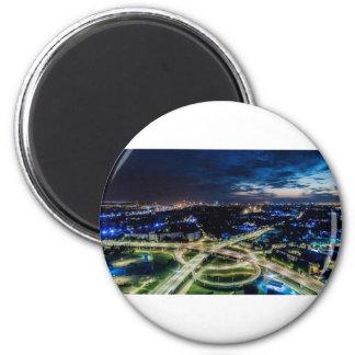 Imã Skyline da noite de Riga