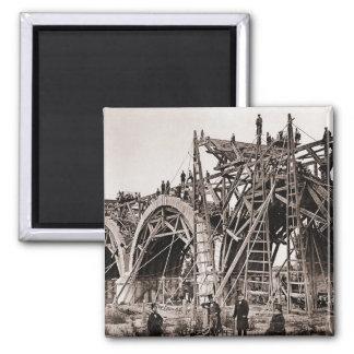 Ímã velho da cena da construção de ponte do ímã quadrado