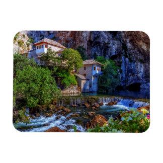 Ímã Vila pequena Blagaj na cachoeira do Buna, Bósnia e