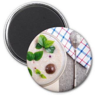 Imã Vista superior de um prato saudável da farinha de