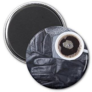 Imã Vista superior de uma chávena de café branca e de