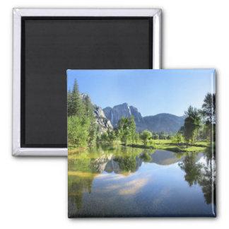 Imã Yosemite Falls do rio de Merced - vale de Yosemite