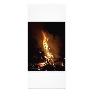 Imagem ardente da fogueira da forma do homem da ch 10.16 x 22.86cm panfleto