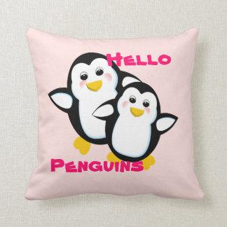 Imagem bonito dos pinguins do olá! travesseiro de decoração