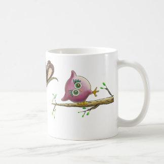 Imagem bonito engraçada da coruja caneca