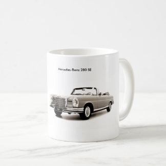 Imagem clássica do carro para a caneca branca
