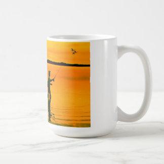 Imagem da pesca com mosca para a caneca de café