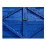 Imagem da porta de madeira azul cartões postais