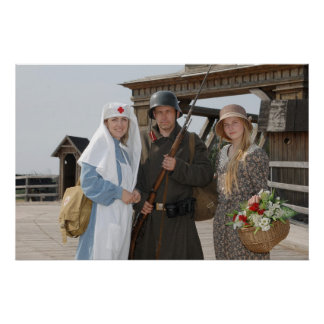 Imagem denominada retro com duas mulheres e soldad poster