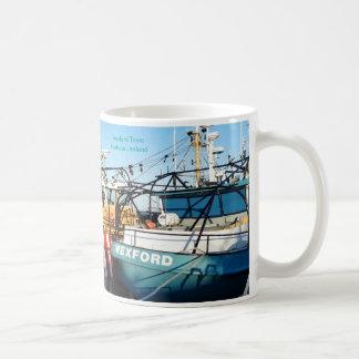 Imagem do barco de pesca para a caneca branca