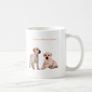 Imagem do cão de estimação para a caneca branca