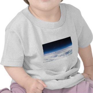 Imagem do Exosphere da atmosfera de terra T-shirt
