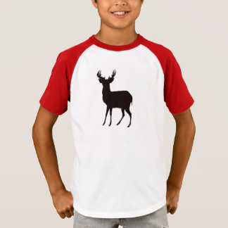 imagem dos cervos na camisa do menino t no olhar