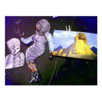 imagem holográfica projetada da máquina do tempo cartão postal
