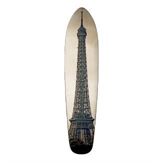 Imagem preta & branca estilizado da torre Eiffel Skate