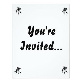 Imagem preta preto e branco do filhote de cachorro convites