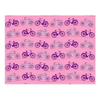 Impressão cor-de-rosa e roxo bonito das bicicletas cartao postal