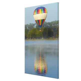 Impressão Em Canvas Balão de ar quente sobre o rio