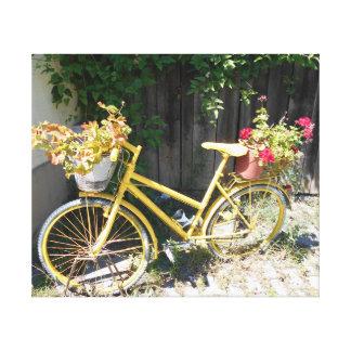Impressão Em Canvas Bicicleta amarela da flor na rua