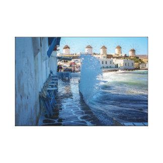 Impressão Em Canvas Fotos de Mykonos: Moinhos de vento e uma parede de