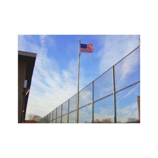 Impressão Em Canvas Grande ângulo bandeira americana na jarda de
