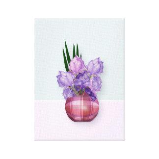 Impressão Em Canvas Íris roxas em um vaso da xadrez