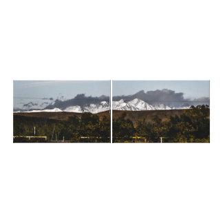 Impressão Em Canvas Montanhas longe escondidas atrás das colinas
