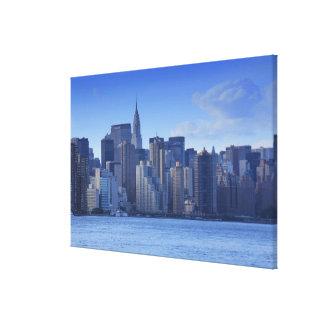 Impressão Em Canvas Skyline de NYC de East River: Chrysler, encontrado