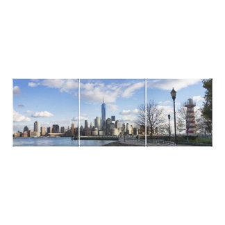 Impressão Em Canvas Skyline do Lower Manhattan com Triptych do farol