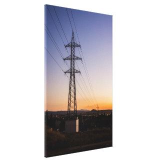 Impressão Em Canvas Torre da eletricidade perto de uma área urbana