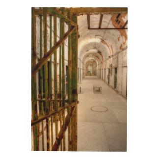 Impressão Em Madeira Interior da prisão abandonada