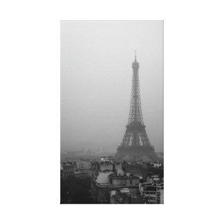 Impressão Em Tela A torre Eiffel em uma manhã nevoenta