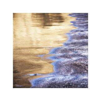 Impressão Em Tela Água dourada e foto roxa da praia de Pebbled