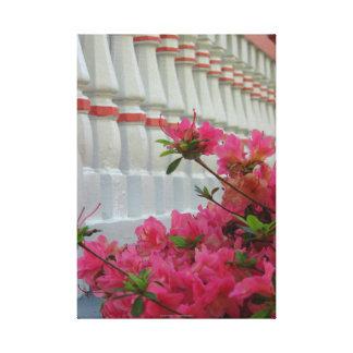 Impressão Em Tela Azáleas cor-de-rosa pelo patamar da casa de campo,